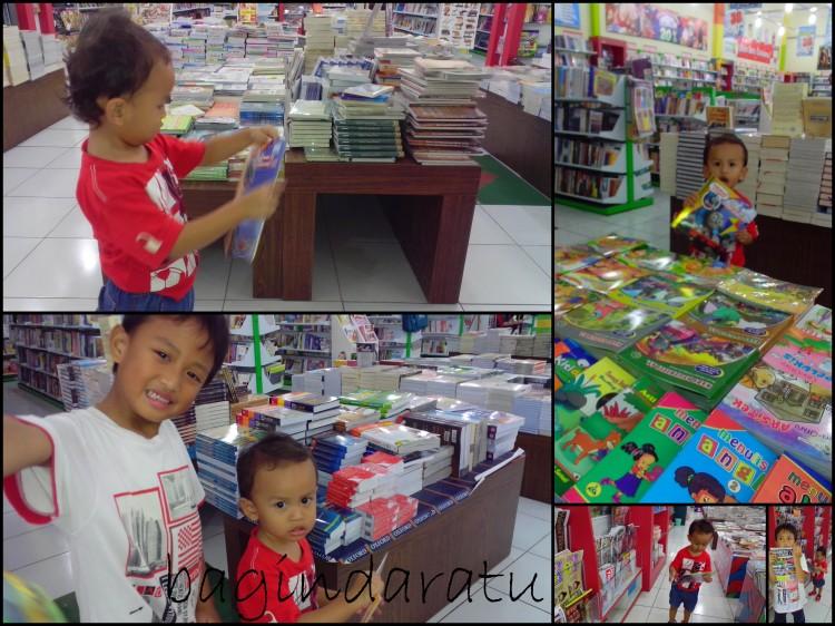 tadinya takut ngajak krucils ke toko buku, tapi ternyata, ketakutan seringkali tak beralasan, ya. Buktinya, mereka tertiiiib sekali di Togamas Buahbatu. Ah, ibunya seneng, deh.. :D