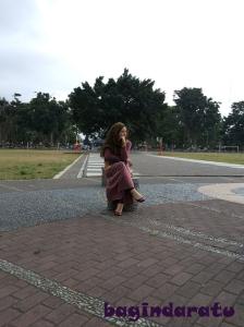 Haha! By the way, saya sukaaaa tempat inMasih di alun2 Wonosobo: Mikirin utang, Bu? Utang jangan dipikir, dibayarrrrr!