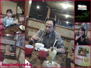 Jum'at, 27 September 2013. @RM Cibiuk Majenang, Cilacap. Nungguin sholat maghrib, sekalian makan (menjelang) malem. Dan liat kan, ada bapak-bapak yang masih pake batik, dan anak laki yang pake baju seragam? Nah, sekalian mereka ber-2 numpang mandi deh disini.. :)
